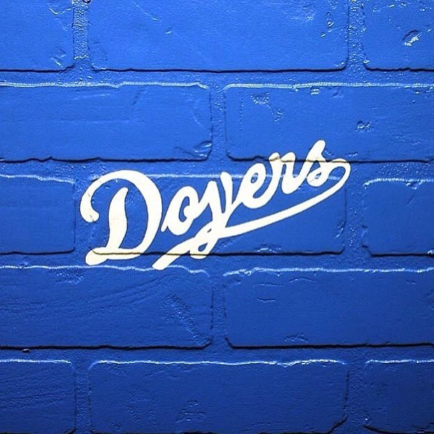 Come watch the #doyers at BREAKERS!! #dodgers #la let's do this LA 🙌🏻 artwork by the talented @adammarsart