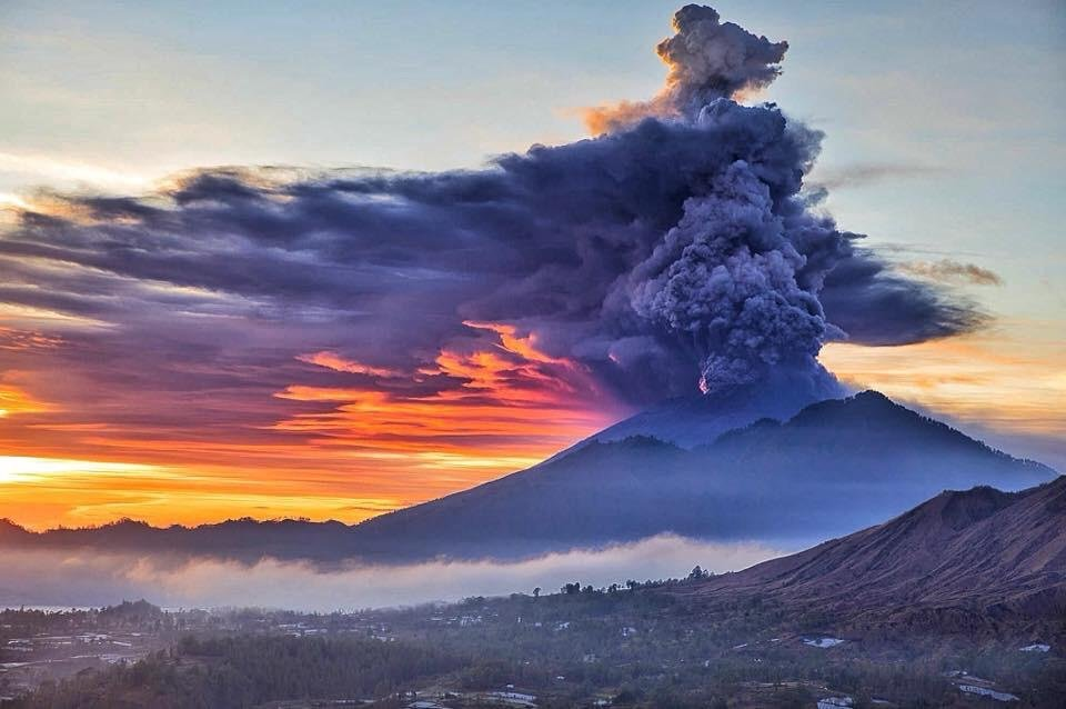 mt-agung-eruption-in-bali-indonesia.jpg