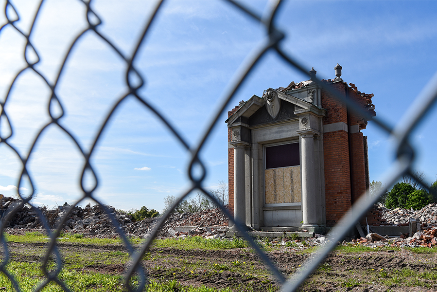 While the former St. Catharines General Hospital faces demolition, an entranceway appears to have been saved for future reuse.