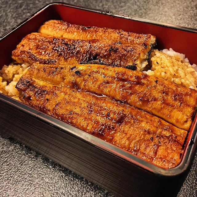 Bye Japan, autumn here has been amazing 😍 Today's food doesn't look as beautiful so here's yesterday's happiness in the form unagi don which tasted great 😋