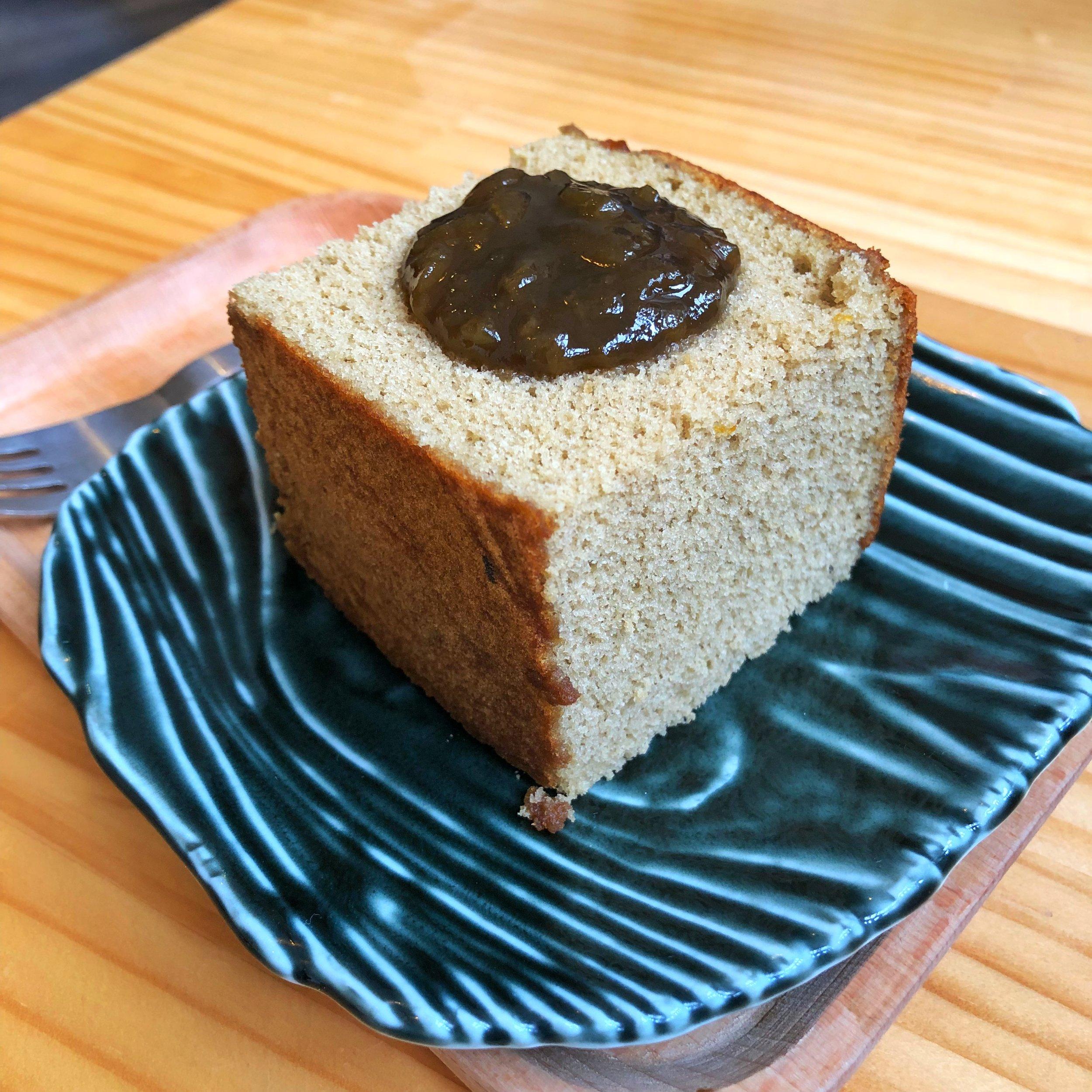 peach oolong cake tamshui cafe