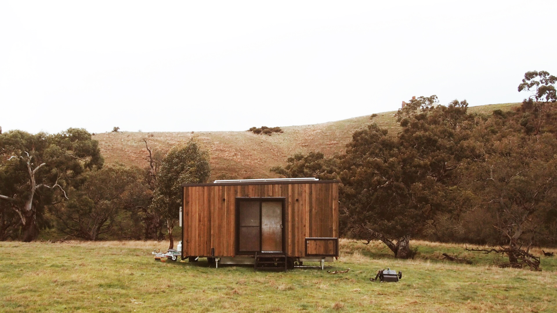 UNYOKED  Off the grid in country Victoria for 2 days in our own little secluded solar cabin, with nothing else around us but the sounds and sights of mother nature.