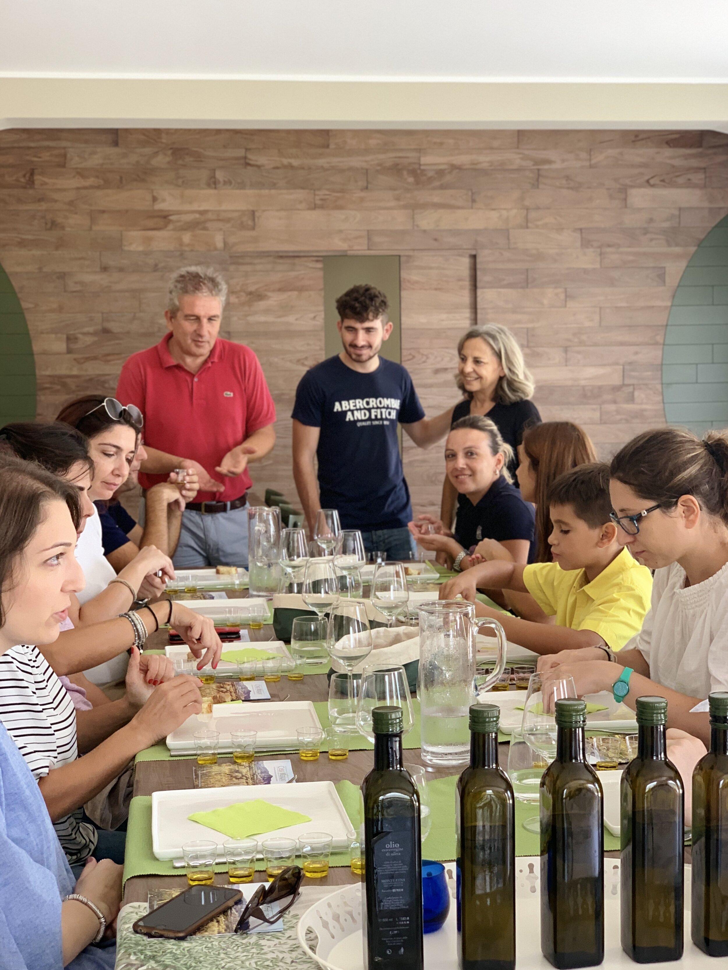 Degustazioni e sessioni di assaggio - guidate di olio, di vino accompagnate da prodotti tipici del territorio