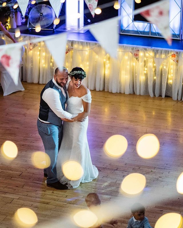 #TBT to last summer and this fab couple, who had some little friends join them during their #firstdance!⠀⠀⠀⠀⠀⠀⠀⠀⠀ ---⠀⠀⠀⠀⠀⠀⠀⠀⠀ #AugustWedding #2019Wedding #2020Wedding #Weddingdayready #fairylights #bokehlicious #LewesWedding #SussexWedding #SophiaTravisPhotography #KentWedding #SummerWedding #JustEngaged #Bunting #Greenweddingshoes #Bohobrides #Weddingday #WeddingPlanning #Bohowedding #CreativeHappyLife