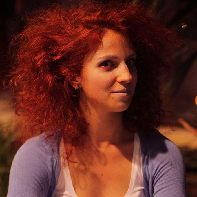 Mirta Lučin   Članica udruge od 2008. godine. Bavi se zračnim vještinama, plesom s vatrom, akrobalansima i hodanju na štulama. Godinama djeluje kao suorganizator događanja u udruzi, voditelj i performer.