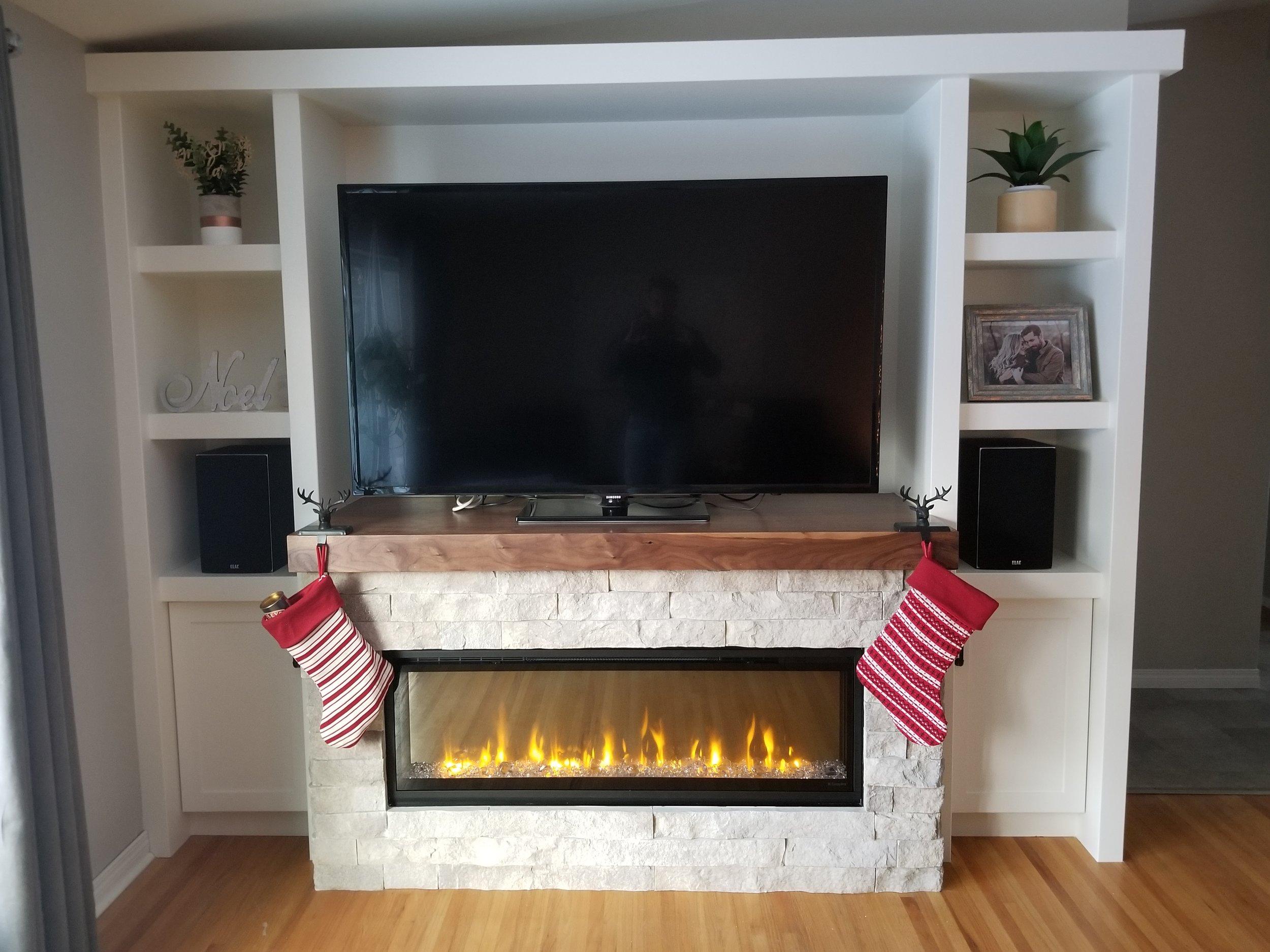 Fireplace Mantel/Built-ins
