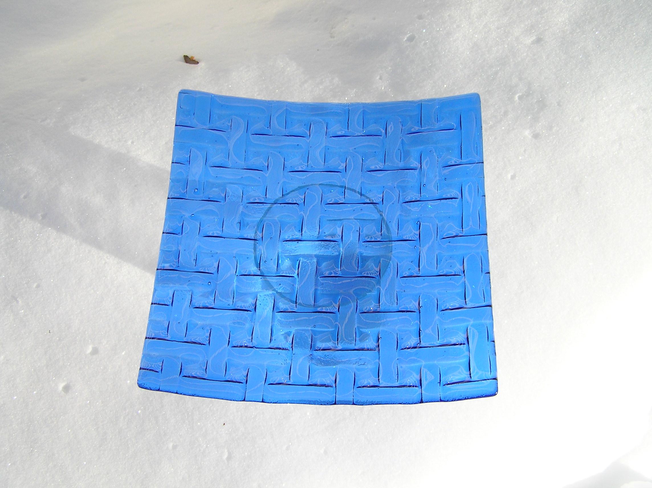 Fat med flätmönster - Ett fusat fat i klarblått (något mörkare blå än bilden visar). Finns endast i 1 exemplar1800 kr-varunamn beställning Fusat fat med flätmönster