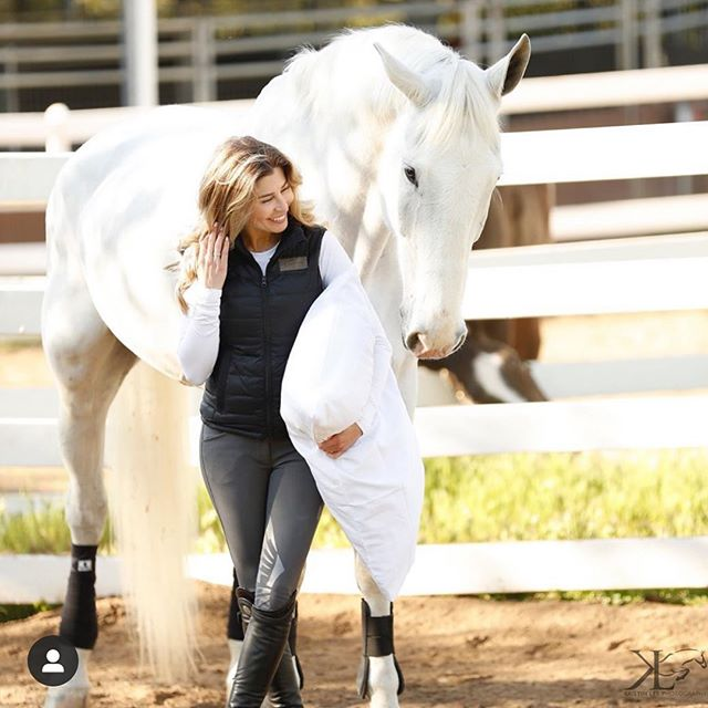 We are in love with how gorgeous this photo is by @life_equestrian is! 😍😍😍 Be sure to follow her and all her amazing recommendations on equestrian style!  #equestrianfashion #equestrianouterwear #koniaequestrian #quality #equestrian #madeincanada #vest #mikavest #lightweight