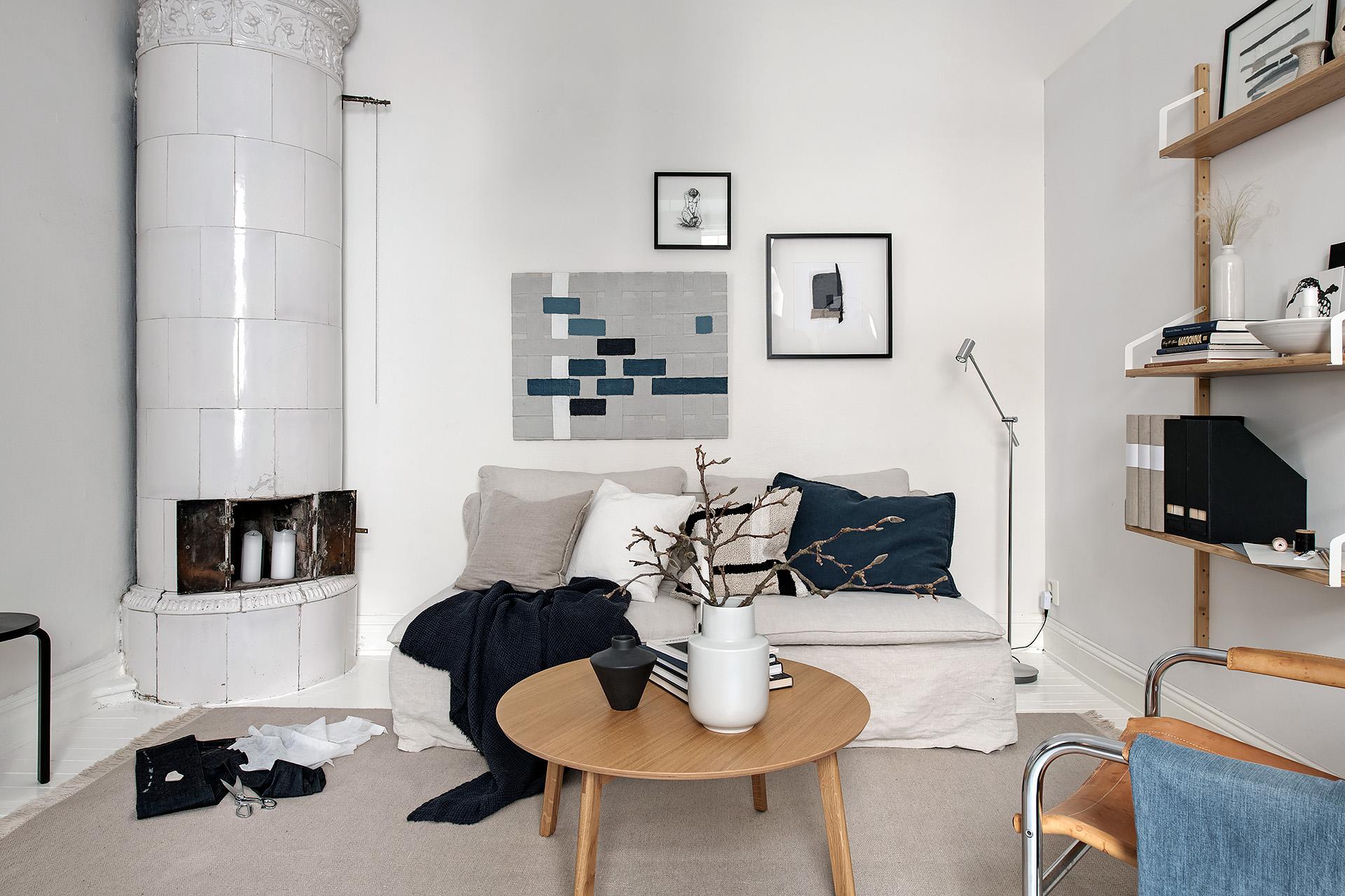 Modern living room with blue denim accents / via @kronekernModern living room with blue denim accents / via @kronekern