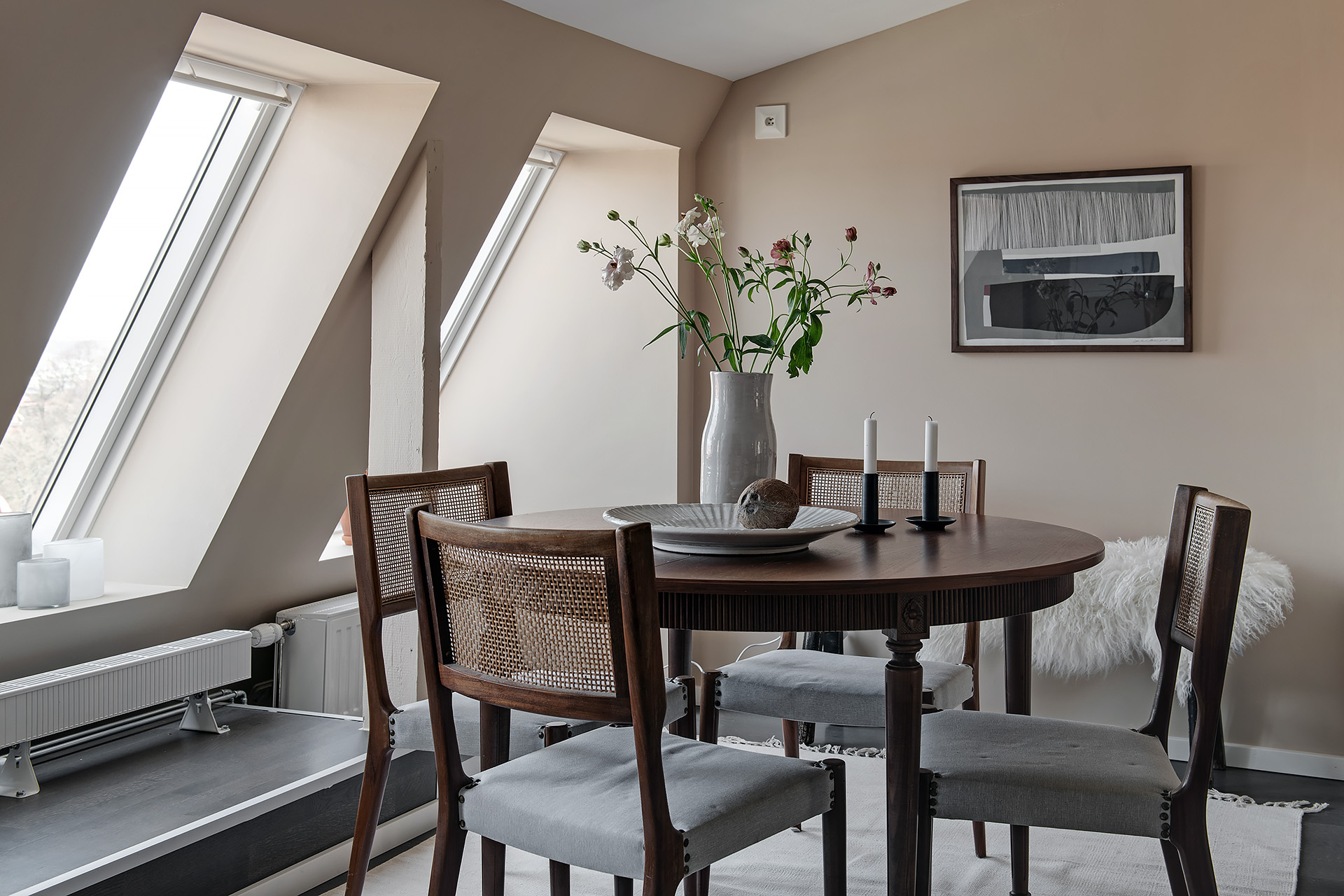 Beautiful attic in soft colors with touches of vintage / via @kronekern