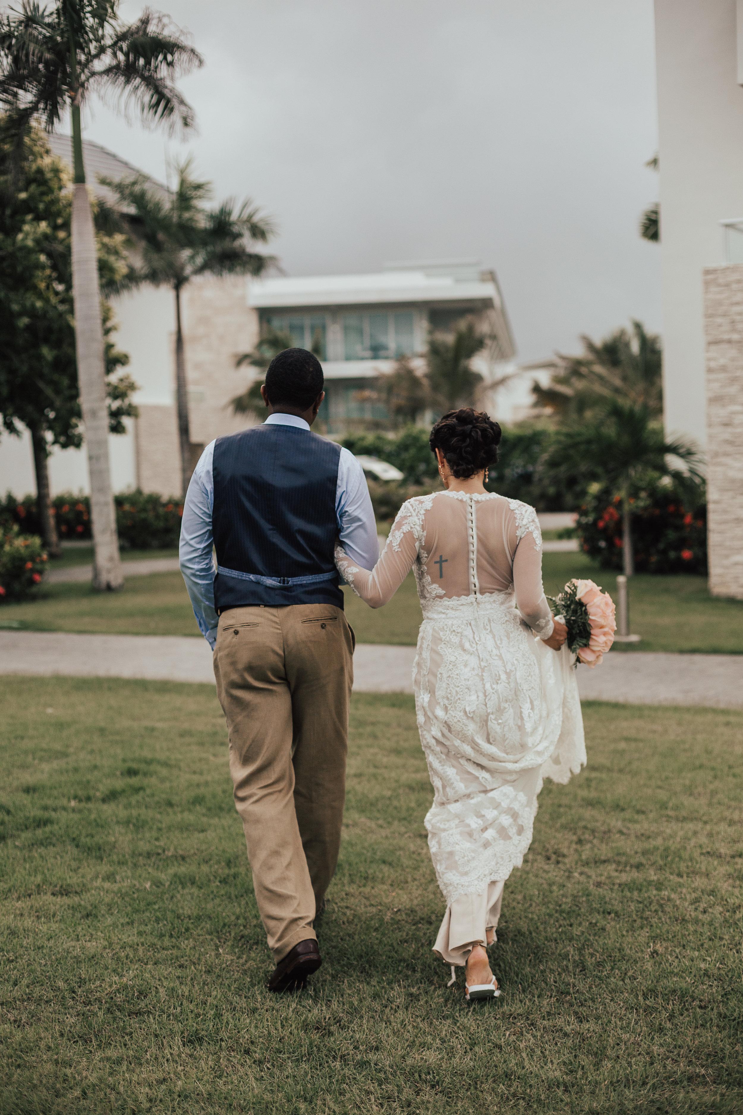 Destination-Wedding-Photographer-cleveland-wedding-photographer-elopement-photographer-elope-elopement-chic-resort