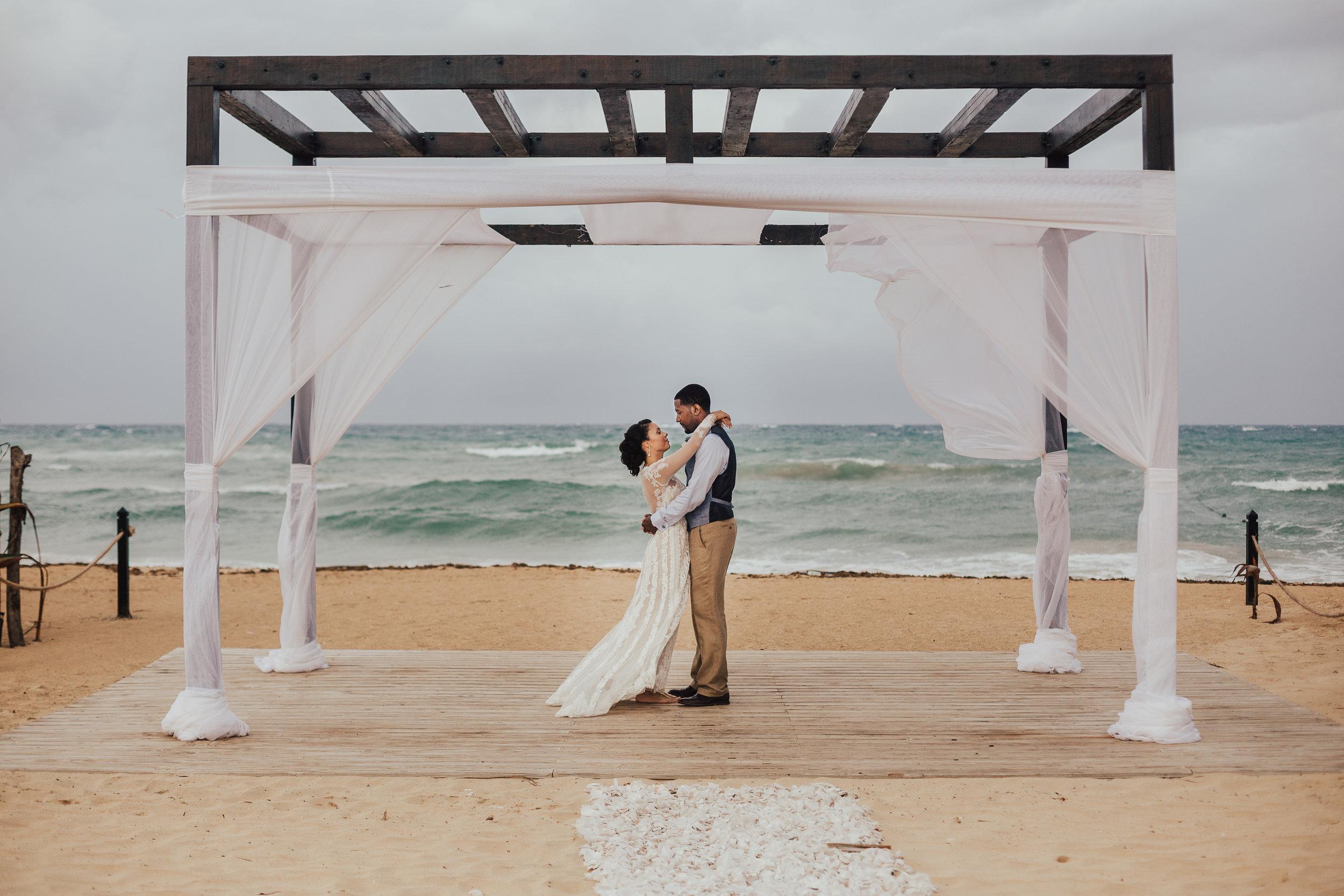 Destination-Wedding-Photographer-cleveland-wedding-photographer-elopement-photographer-elope-beach-wedding