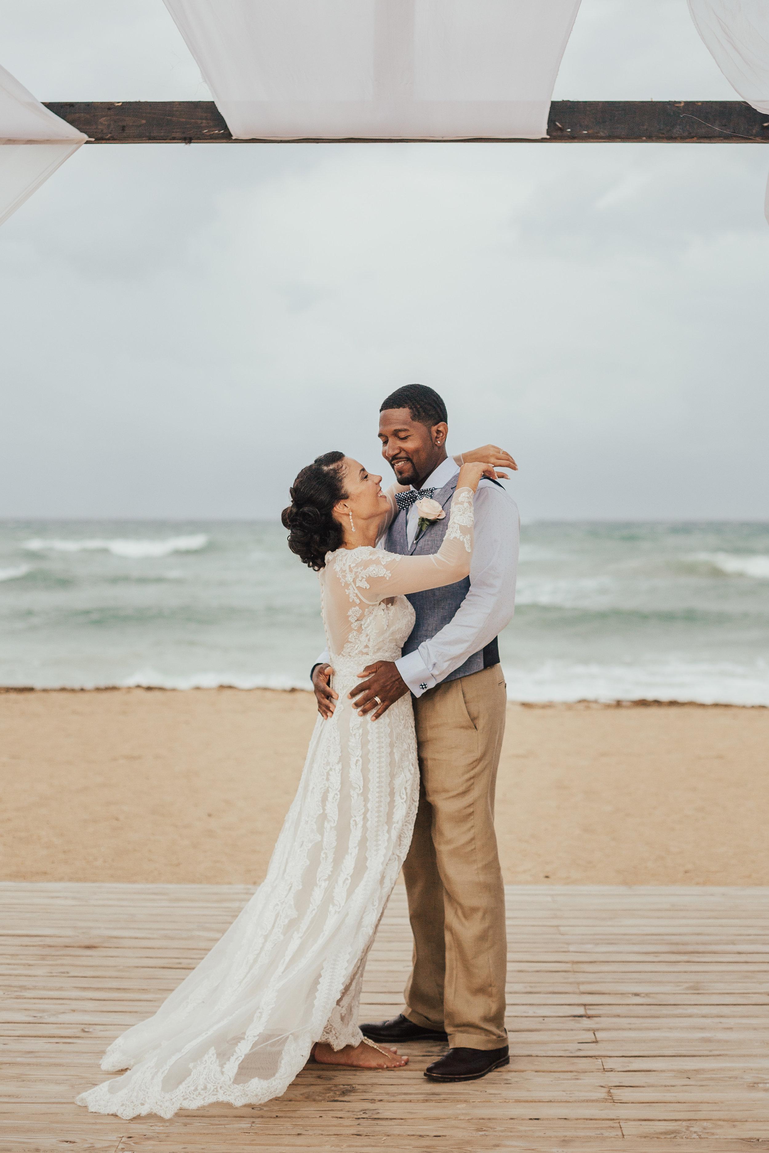Destination-Wedding-Photographer-cleveland-wedding-photographer-elopement-photographer-beach-elopement-beach-wedding-elope