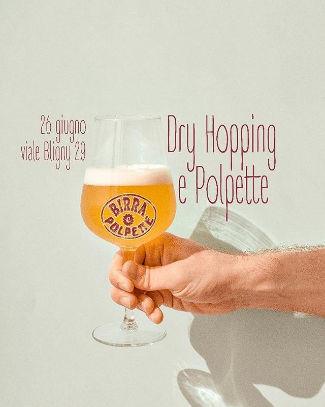 Cosa succede se friggi un sacco di polpette e gli accosti una birra gelida? Dry Hopping e Polpette! Torna Hoppy Hobby alla spina con i ragazzi di The Brave e la loro Bastien: una blonde ale con dry hopping di luppolo Citra. Link evento in bio. Mercoledì 26, sempre in Bligny al 29. . . . . . . #BirraePolpette #polpetteria #polpettealsugo #POLPETTE #polpettedicarne #polpettetop #birraartigianaleitaliana #birraartigianale #birreartigianali #birra🍺 #birraallaspina #hoppyhobby #thebrave #birrificioartigianale