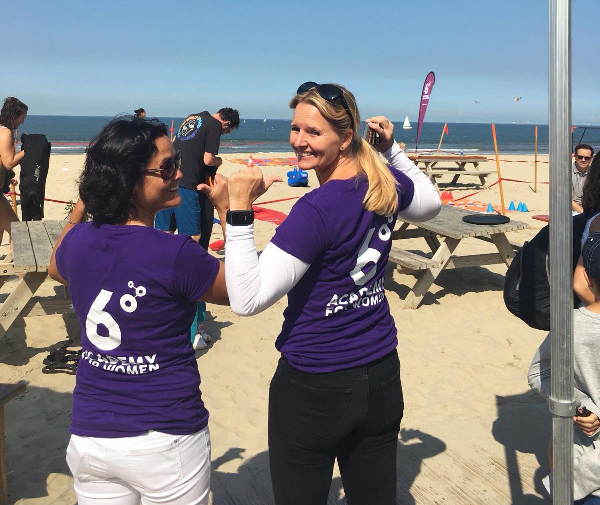 Founders Gita Pelinck and Debbie Middendorp promoting 6°