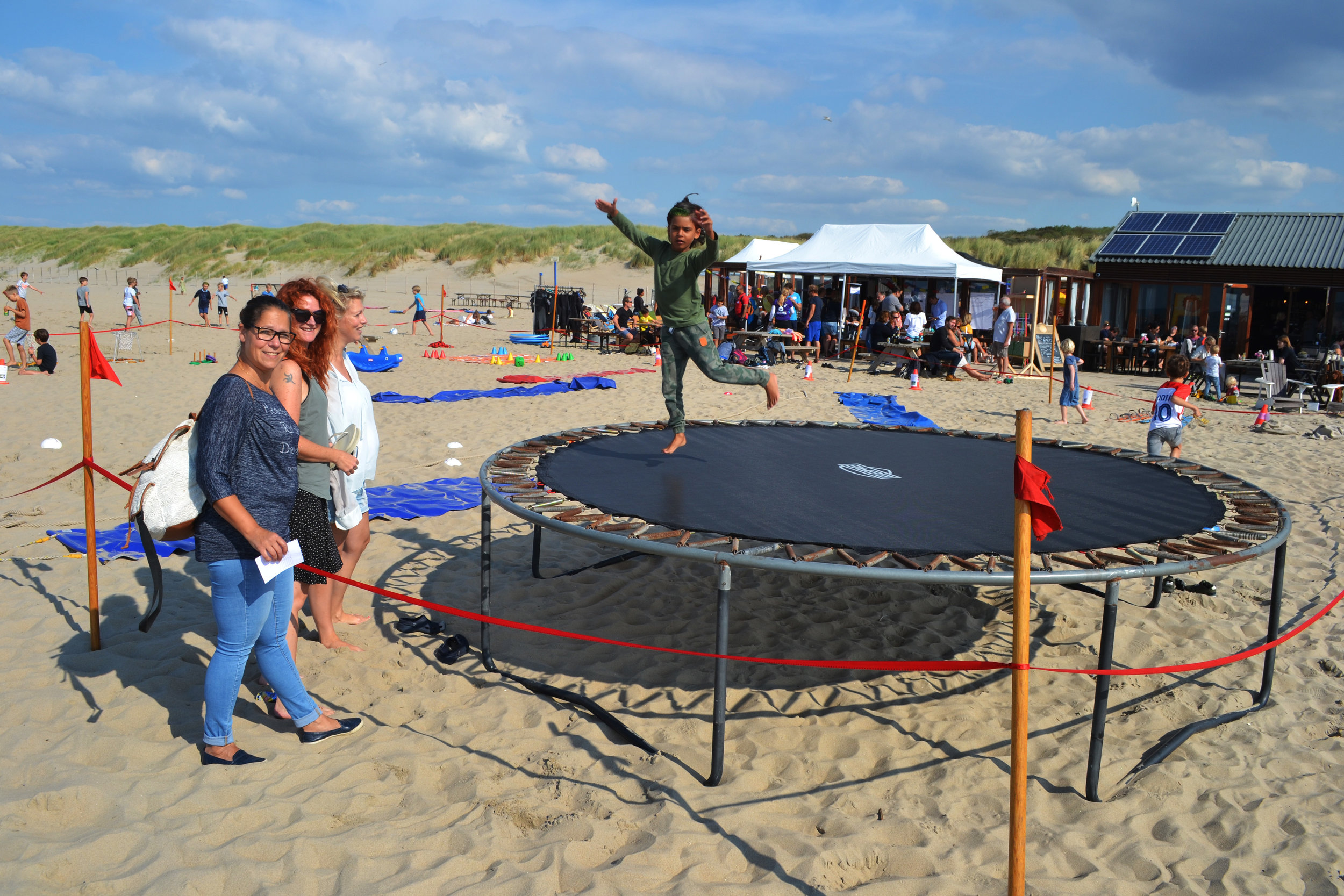 Kids court trampoline