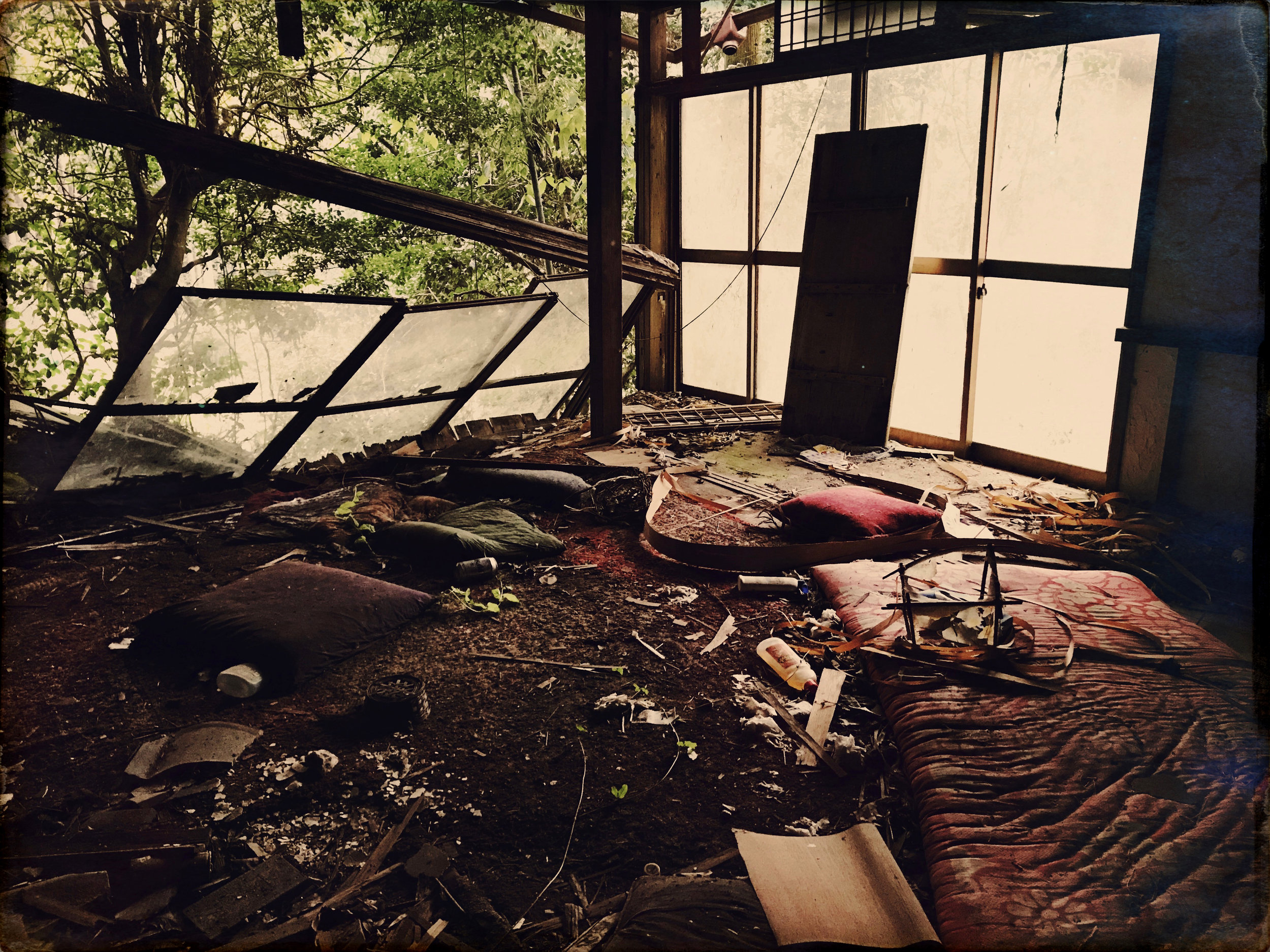 What remains in the interior of a home that was destroyed after flooding following typhoon 21.