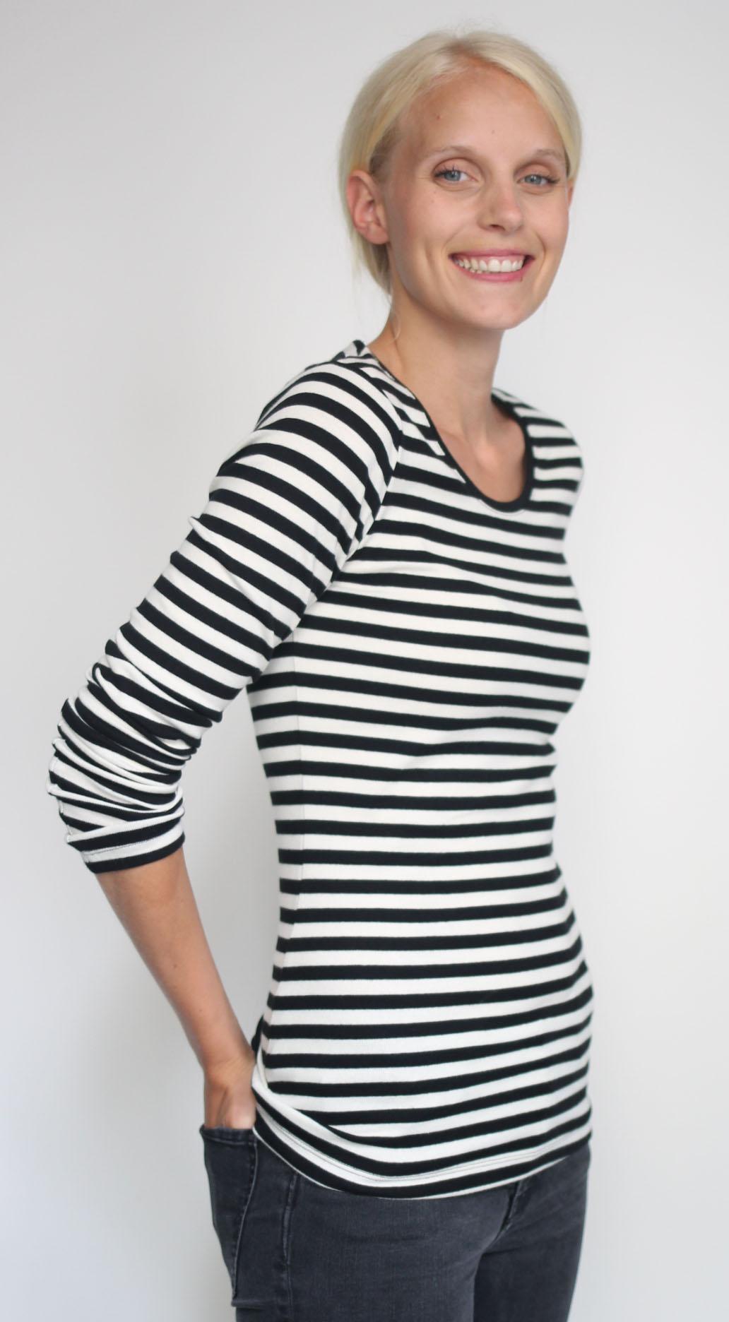 Lachendes Polarodi von Laura im Ringel T-Shirt