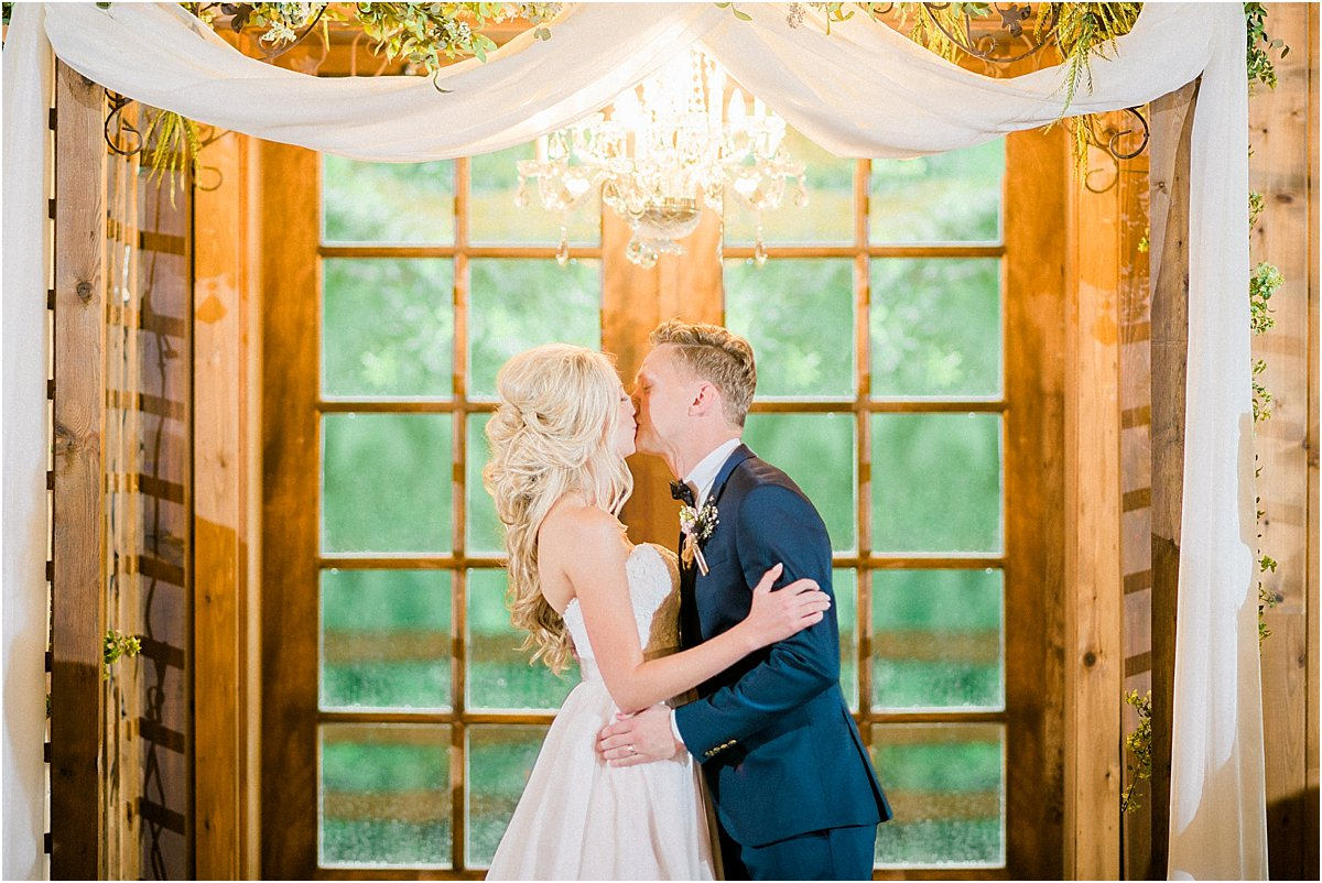 Houston_Wedding_Photographer_Wedding_Photography_CarriageHouse_ConroeWedding_BlushWedding_CountryChicWedding_TexasBride-52.jpg