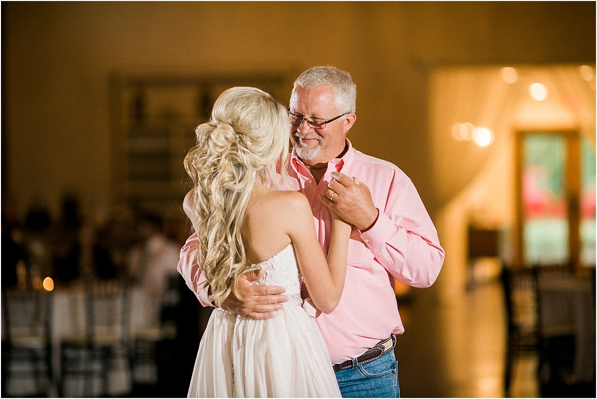 Houston_Wedding_Photographer_Wedding_Photography_CarriageHouse_ConroeWedding_BlushWedding_CountryChicWedding_TexasBride-59.jpg