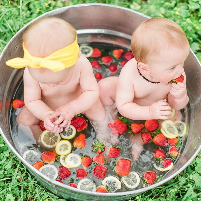 What's better then a baby in a fruit bath? 2 babies in a fruit bath!! 🍓🍋🍑 . . . #houstonfamilyphotographer #familyportraits #mommyandme #houstonphotographer #houstonfamilymagazine #lookslikefilm #mastinlabs #fuji400h #clickinmoms #creatives #houstonstudiorental #fruitbath #childrensminisessions #summervibes #toddlerphotography #sittersessions #mompreneur #houstonlifestyle #inmyyard #thehappynow #styledkids