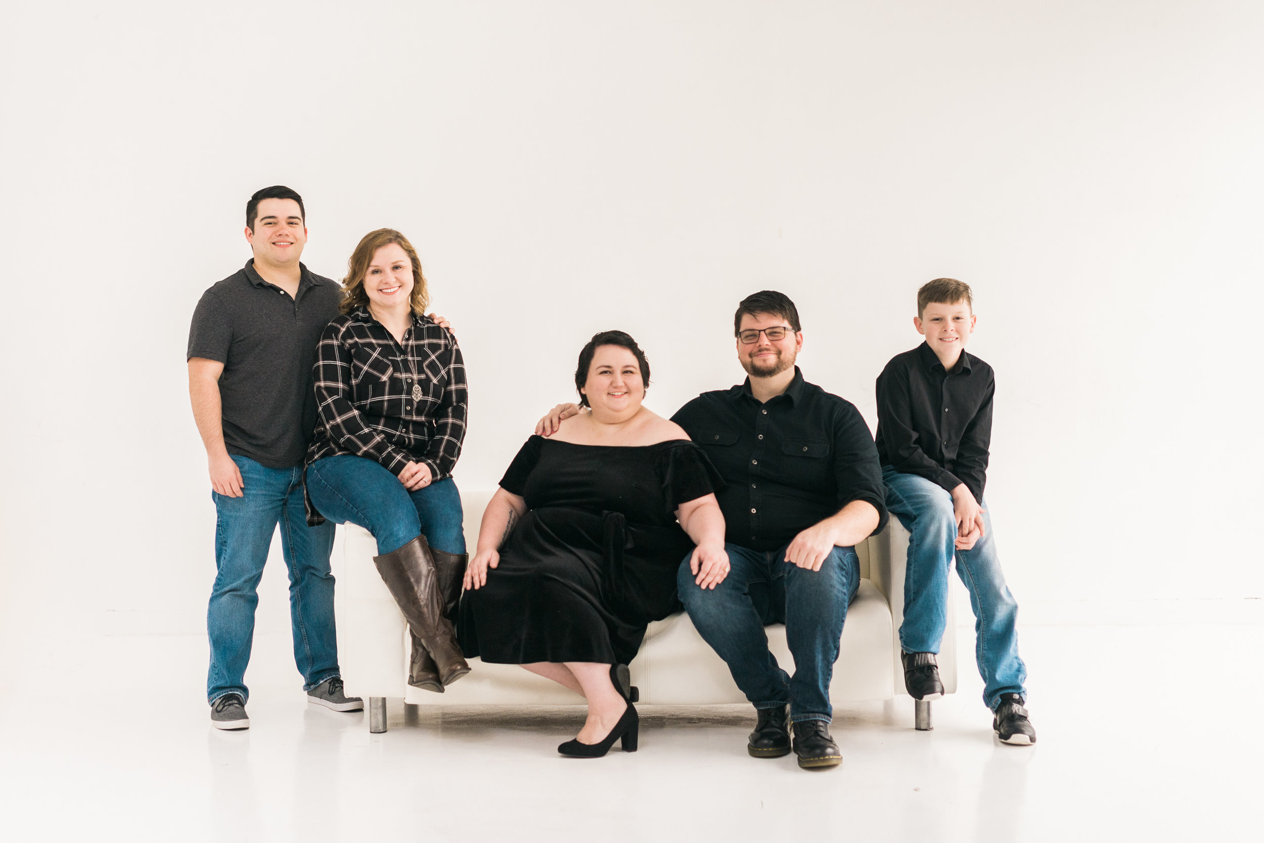 WhiteBackground_HoustonFamilyPortraitPhotographer_ModernStudio_FamilyPhotos9.jpg