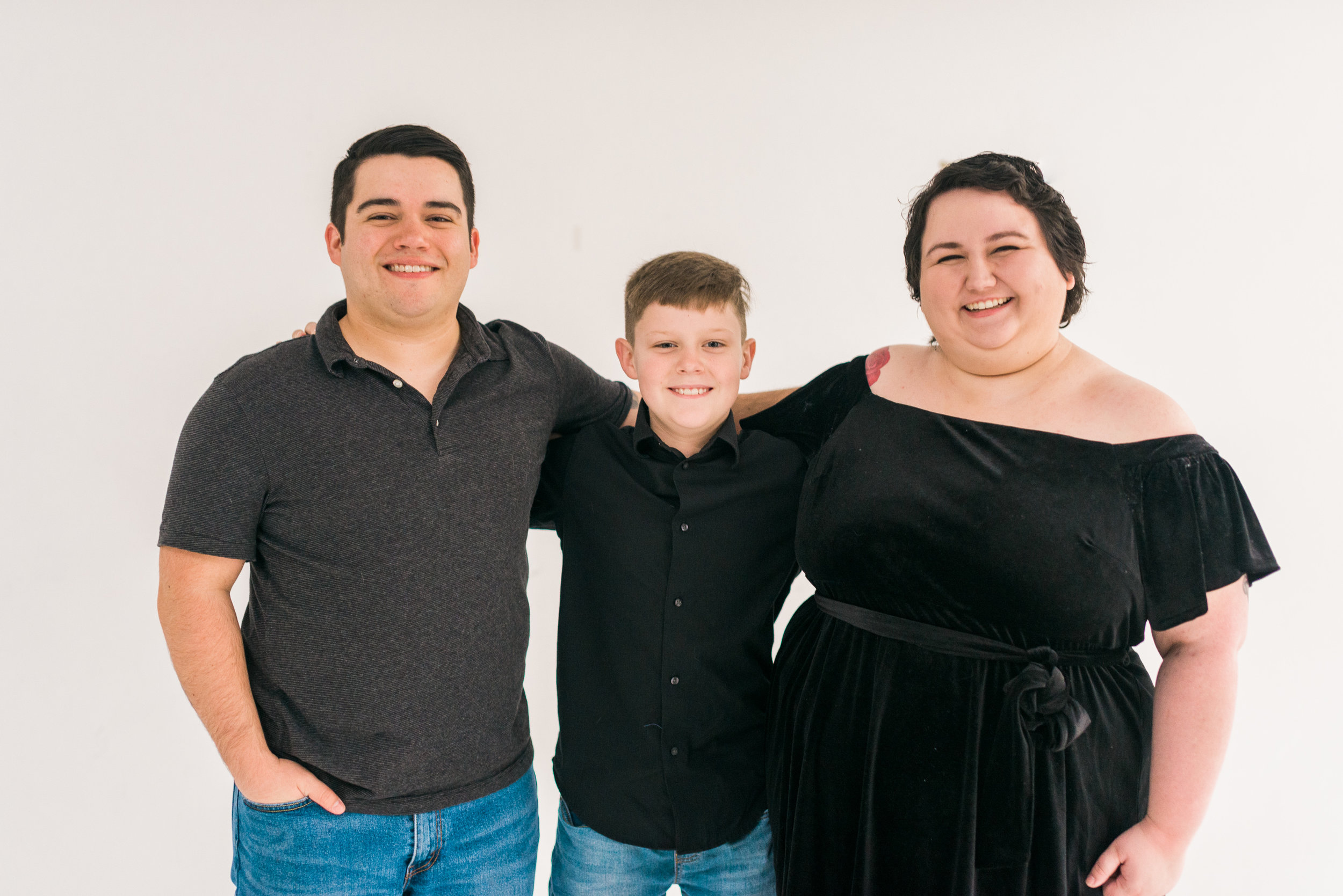 WhiteBackground_HoustonFamilyPortraitPhotographer_ModernStudio_FamilyPhotos14.jpg