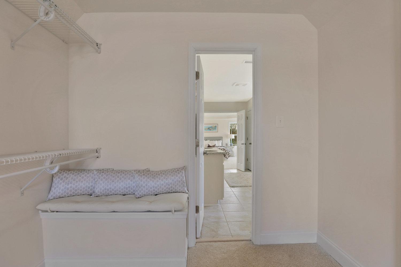 4505+Mary+Jane+Terrace+Glen-print-042-56-Master+Closet-4200x2796-300dpi.jpg