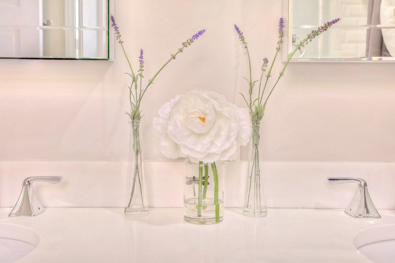 12000+Young+Manor+Dr-print-025-27-Master+Bath-4200x2800-300dpi.jpg