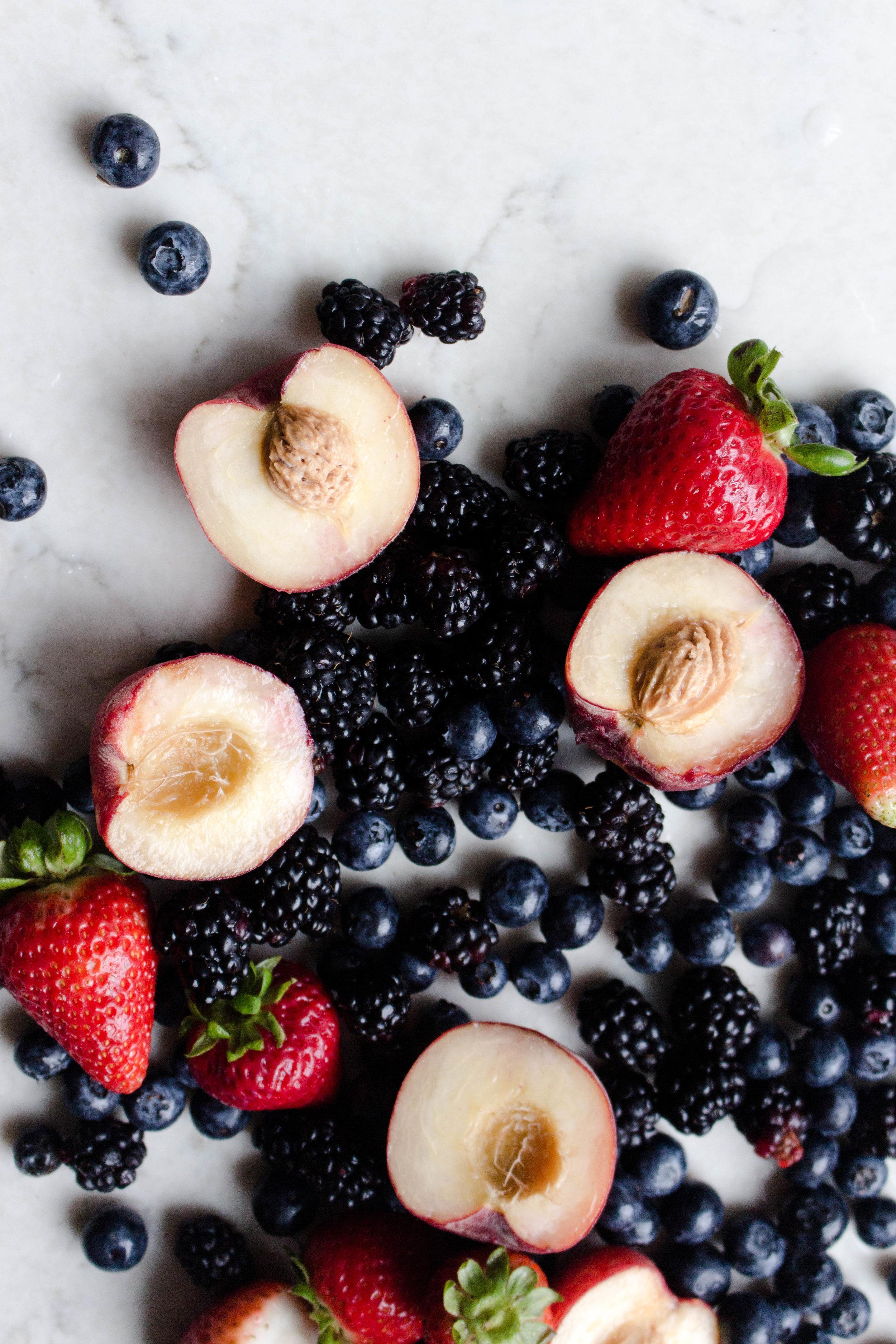 berry peach crumb pie.jpg