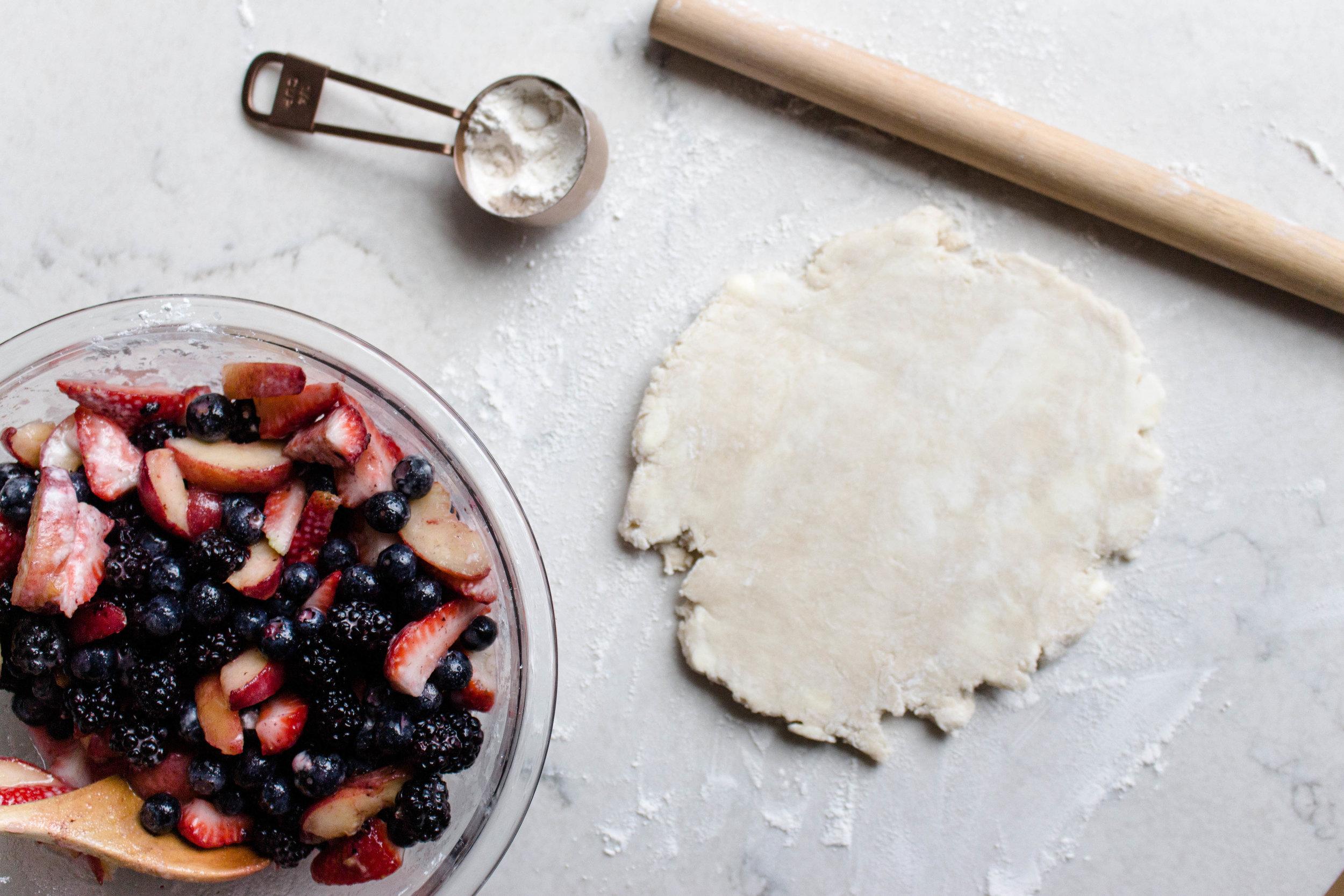 berry peach crumb pie-4.jpg