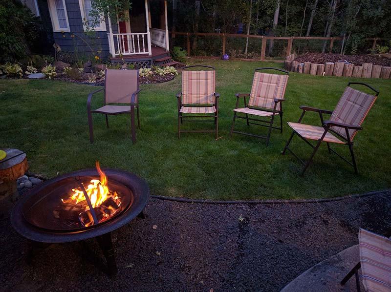 backyard-1825423_1280.jpg