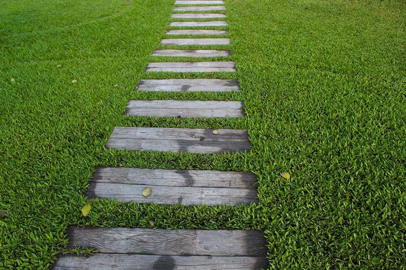 garden-path-1979619_1280.jpg