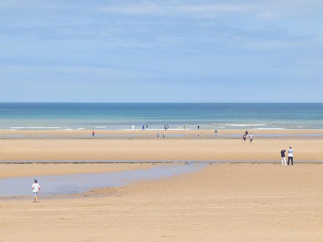Marcher su le sable #deauvillebeach, #paysagesurmer #paysage #vacances2019 #ete2019