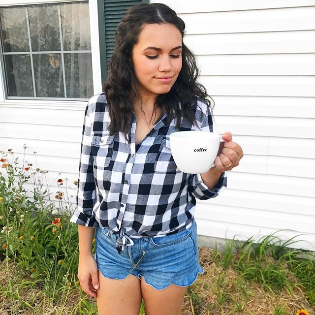 This top has been a staple in my closet for years!!🙌🏼🙌🏼 It's such a versatile piece and can be worn all year long!!🙌🏼💕 . . . . . . #ootdfashion #ootd #stlblogger #plaid #buffalocheck #buttonup #coffee #coffeeplease #mom #momlife #momfashion #momstyle #lifestyle #lifestyleblog #lifestyleblogger #lifestyleblogging #style #styleblog #styleblogger #styleblogging #Fashion #fashionblog #fashionblogger #fashionblogging #beauty #beautyblog #beautyblogger #beautyblogging  #dearlovelies #dearloveliesblog