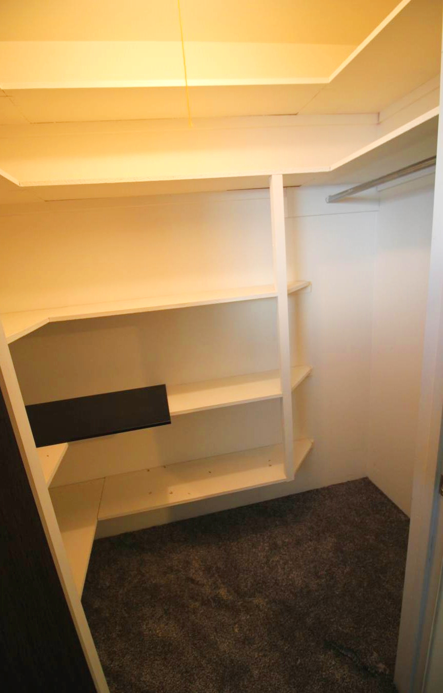 bed 1c closet.jpg