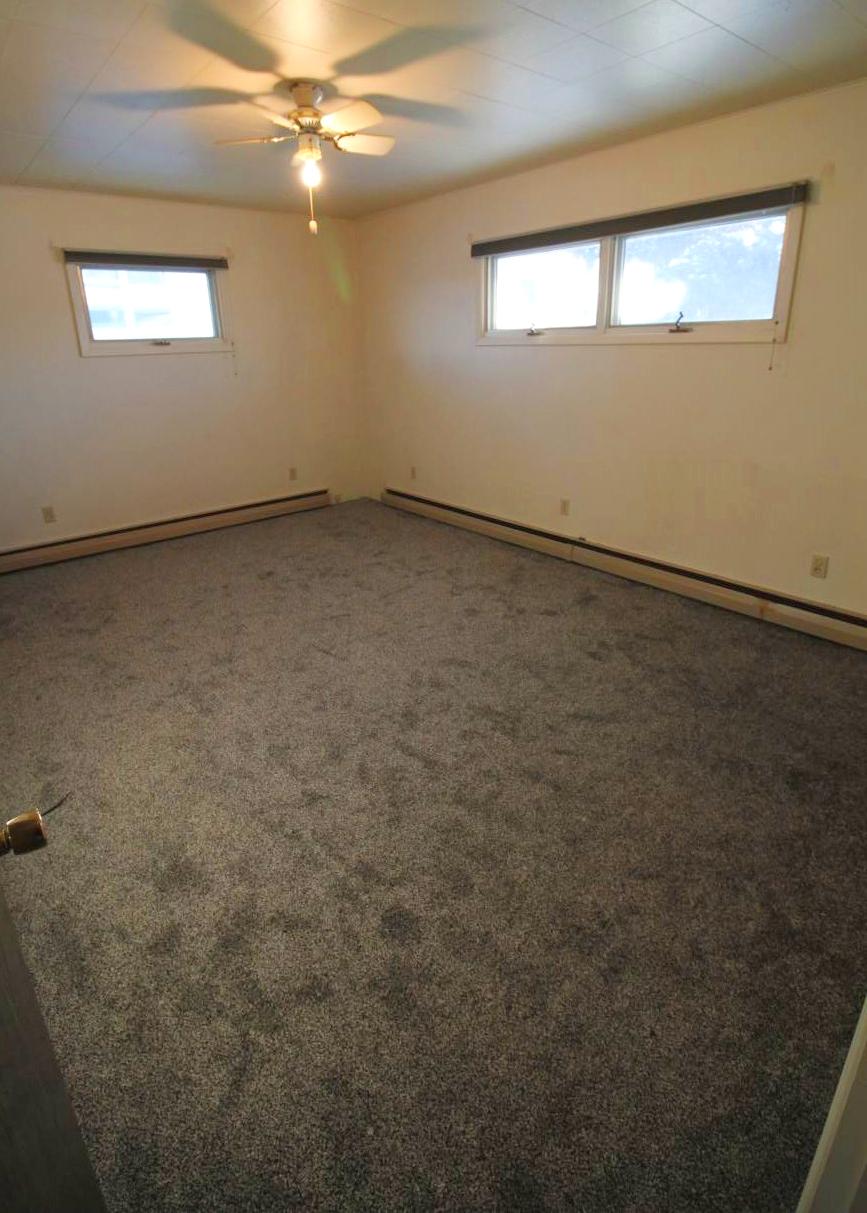bed 2 2019 new carpet.jpg