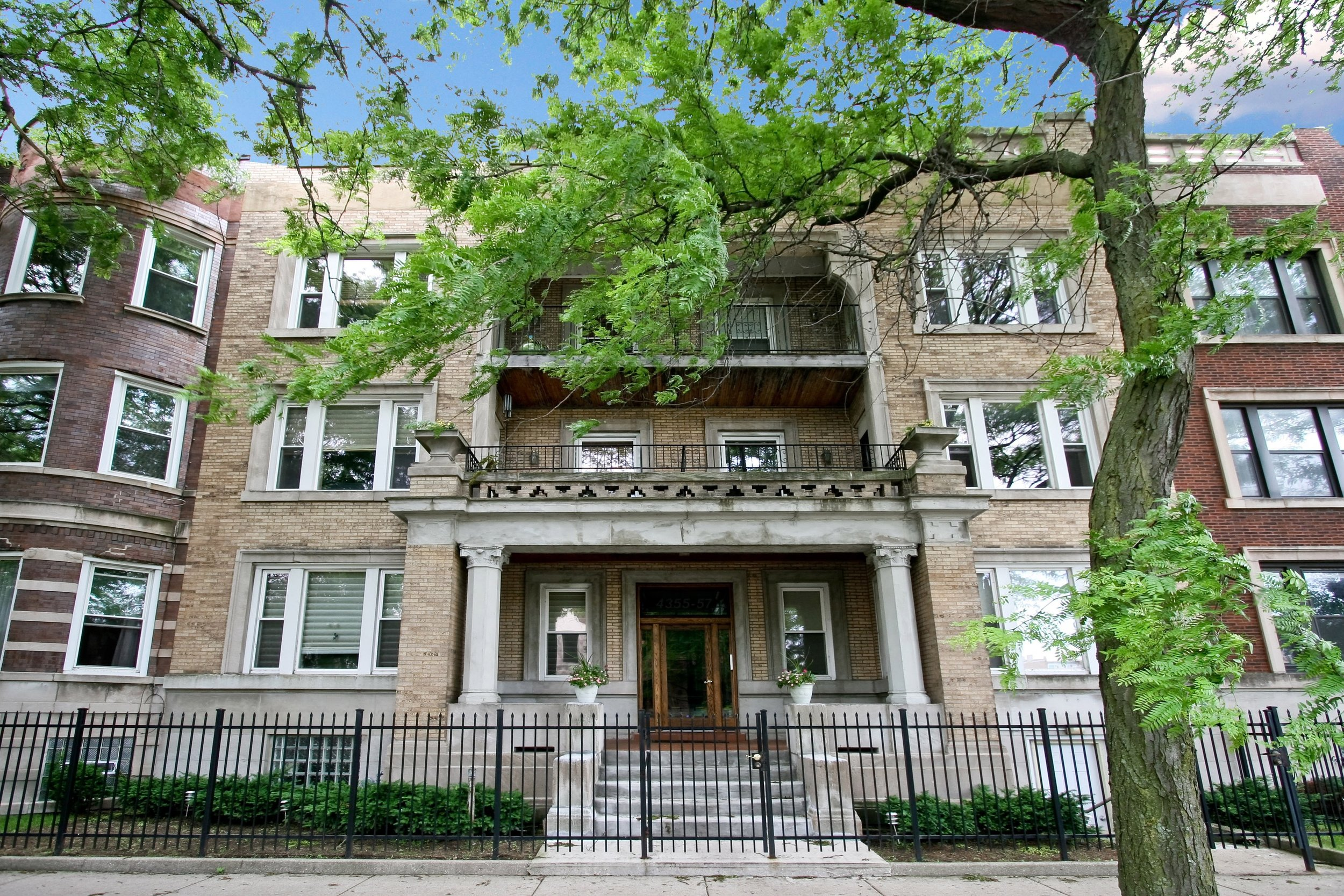 4357 South Greenwood Avenue Unit 1S - $310,000 (SOLD)