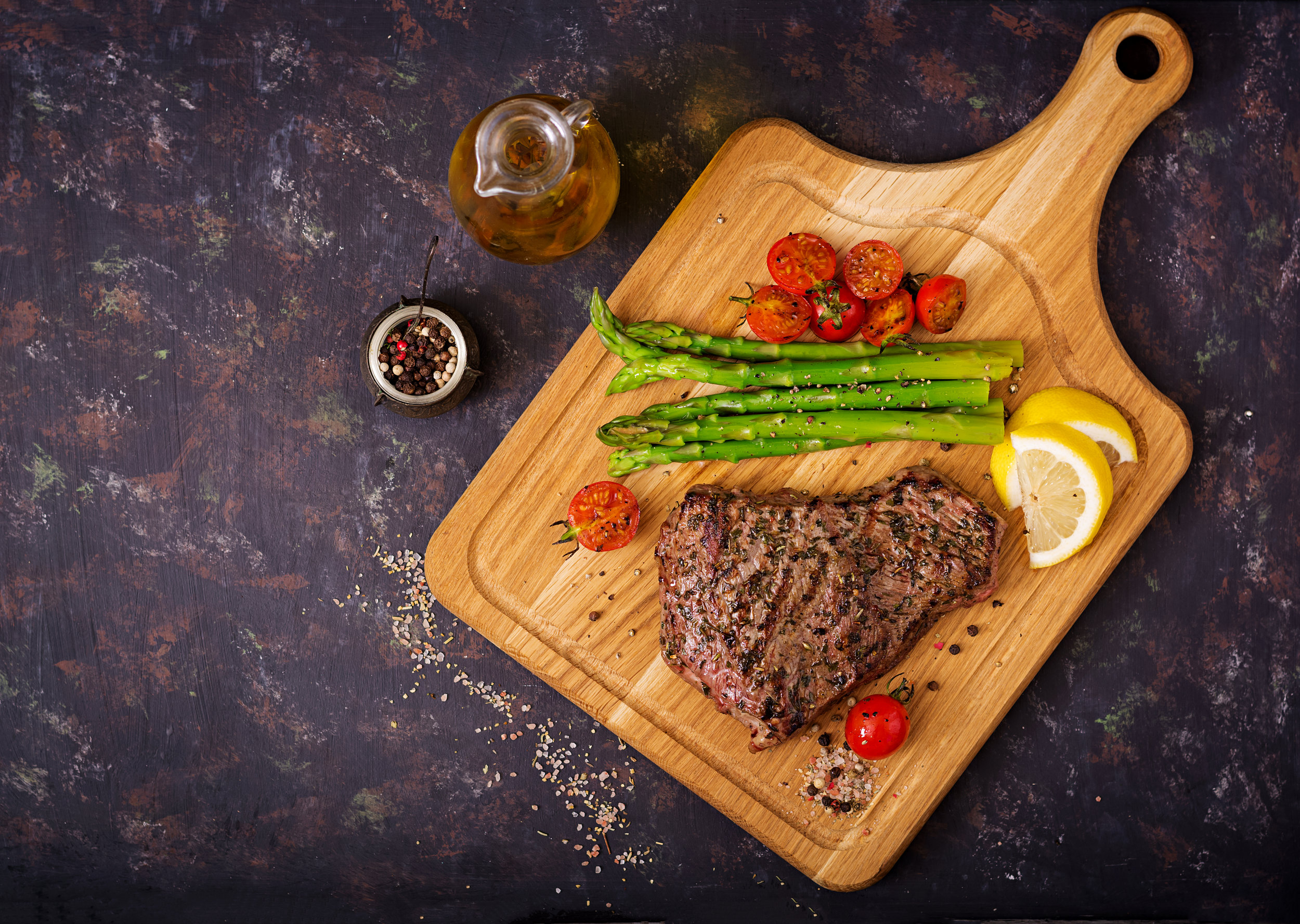 juicy-steak-rare-beef-with-spices-on-a-wooden-PP7FEYV.jpg