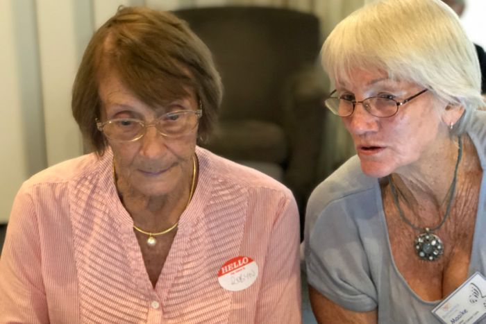 PHOTO: Robyn Baker, left, with mentor Maaike Mills, says she wants to learn more about online shopping.(ABC Sunshine Coast: Kylie Bartholomew)