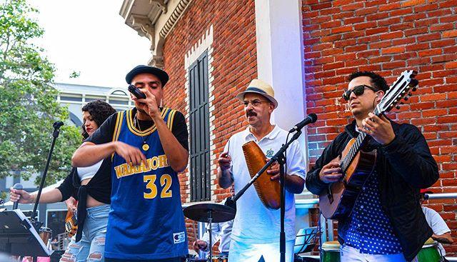 Dope show at the @santacruzmah we rocked it Caligente style!  La pasemos super bien en Santa Cruz pal viernes primero!  #caligente #santacruz #firstfriday #hiphop #salsa #boricua #musica #livemusic #band #concert