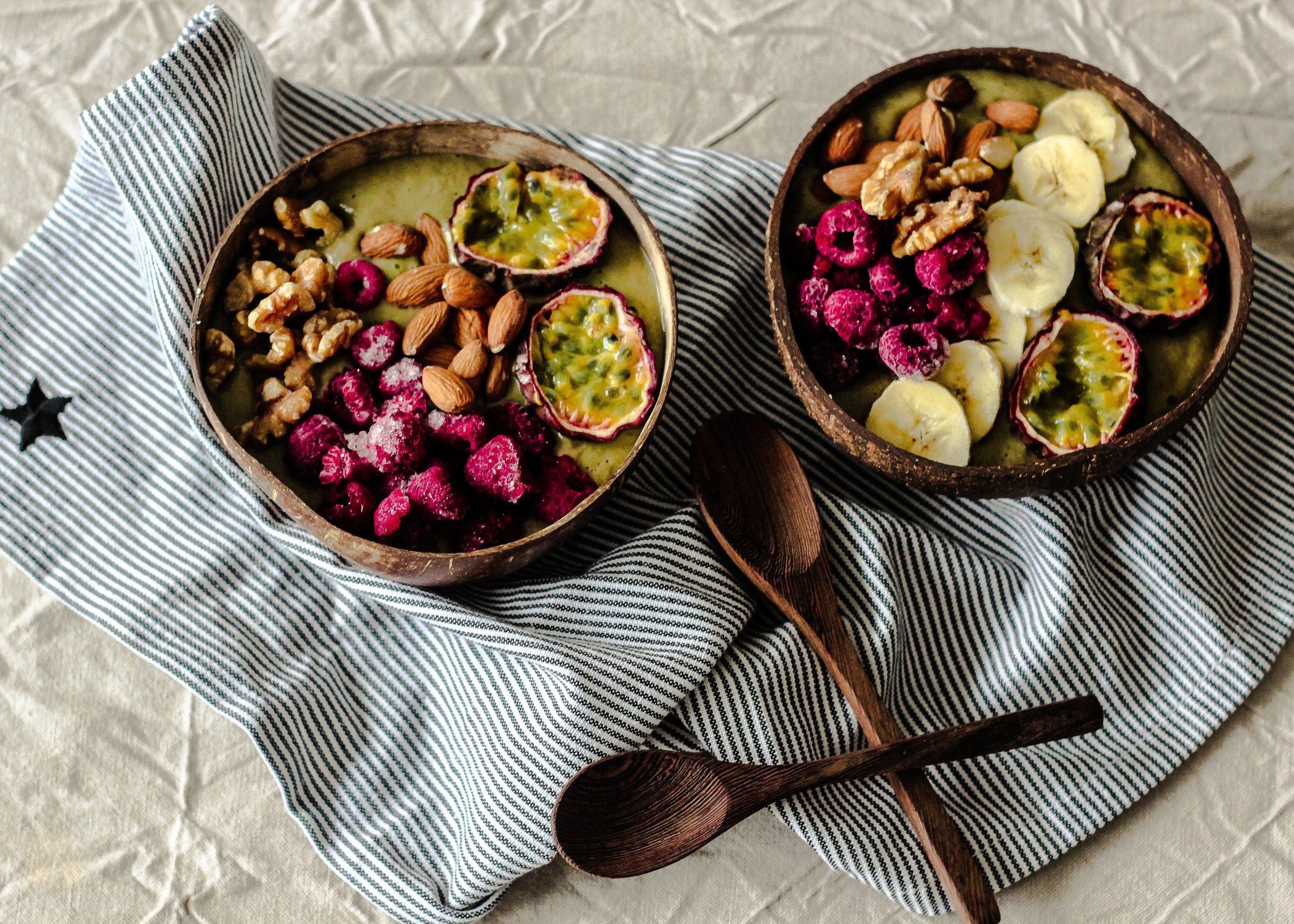 Healthy smoothie bowls with fruit and berries Photo Linda Haggh.jpg