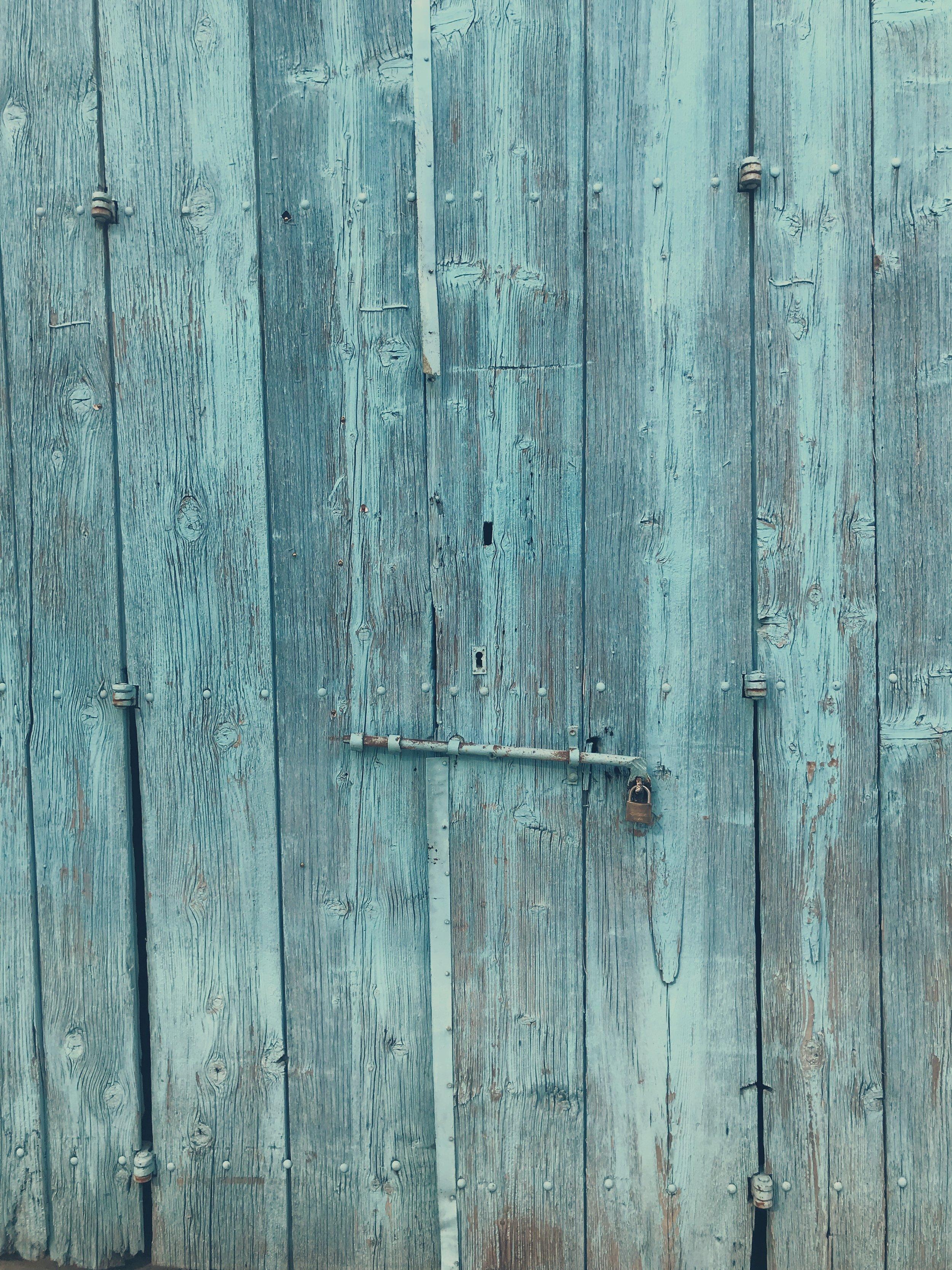 Blue door Cyprus www.lindahaggh.com.jpg