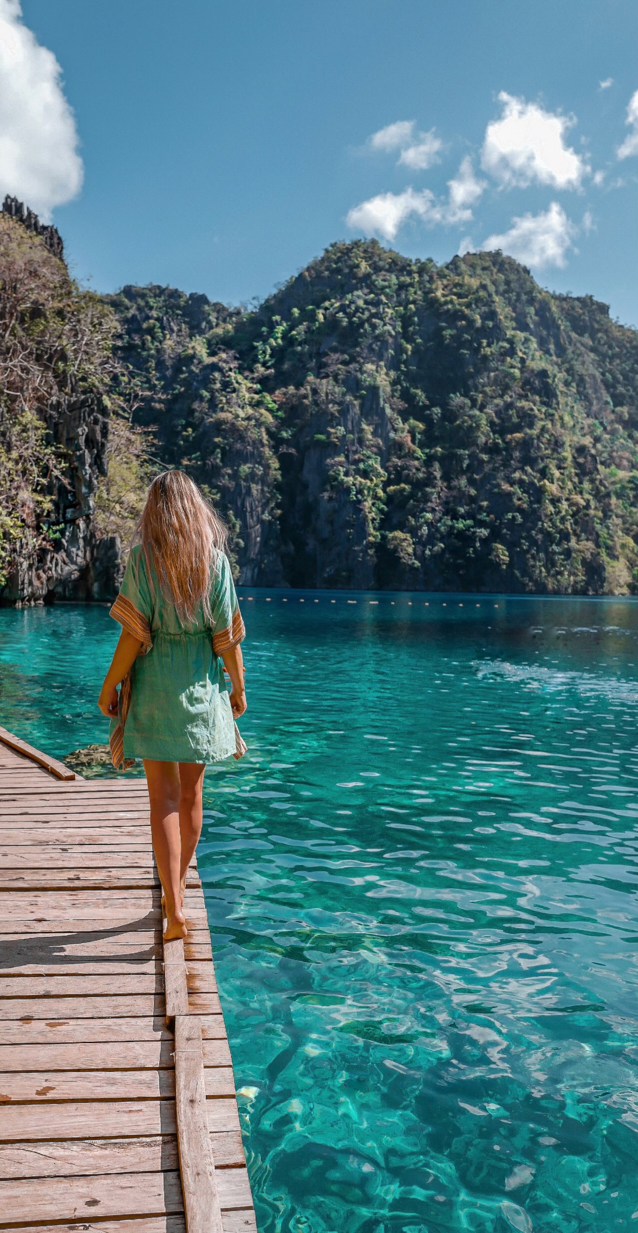 www.lindahaggh.com at the kayangan lake coron philippines.jpg