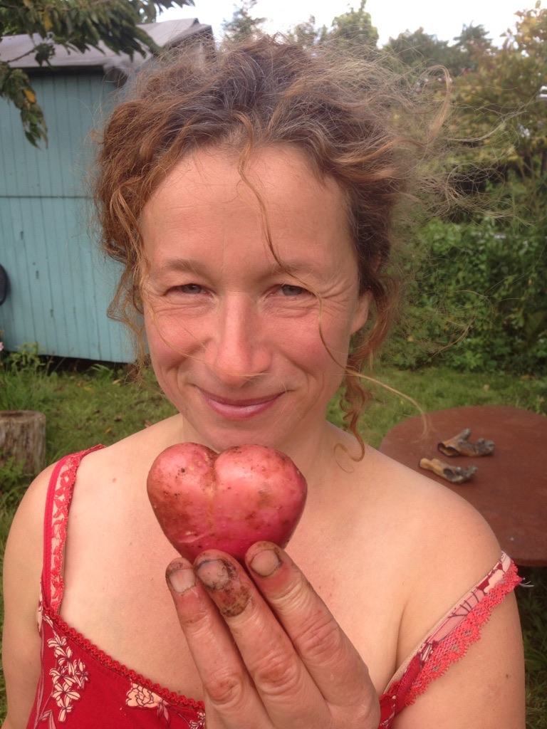 Director Aliona van der Horst / Love is potatoes with a potato full of love from her own Dutch garden