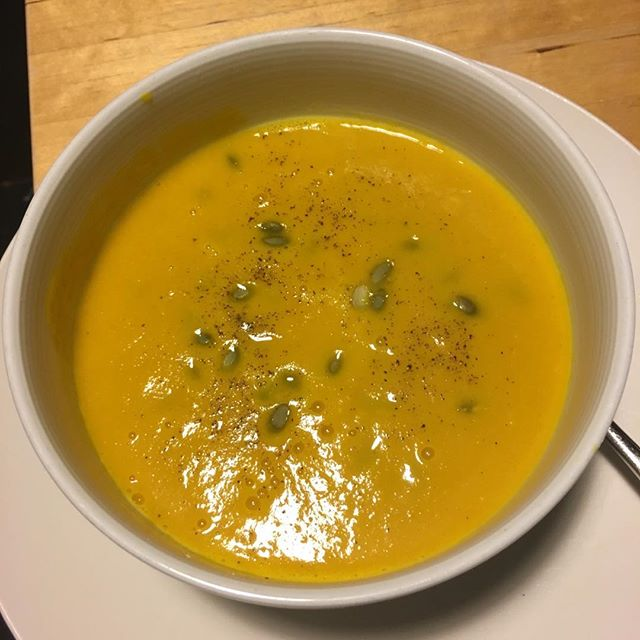 Blue Monday.... needs golden soup to brighten it up... ☀️ easy spicy coconut squash soup... recipe on the website..