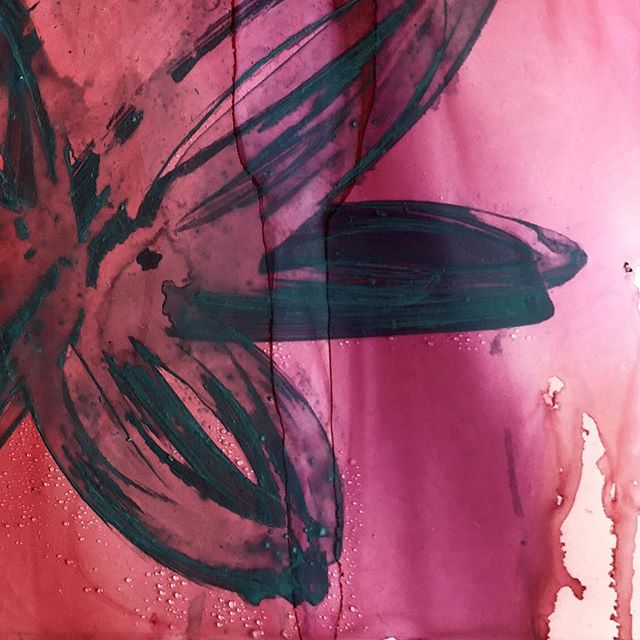 delicate and dark... have that exciting news to share this week 🙈 . . . . . . . . #staytuned #excitingnews #inkartist #inkartist #contemporaryart #colortherapy #abstractart #newcastleartist #australianartist #womeninthearts #supportsmallbusinesses #ladystartup #createtillyabreak #lisaryanstudio #fightlikeagirl #💃🏼 #🙈