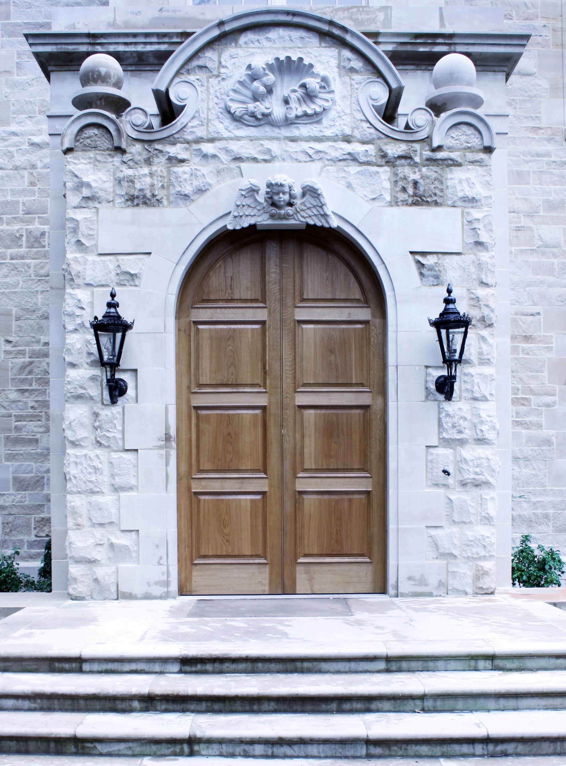 Grand oak entrance doors and ingoe panelling set, Aelean Aegis house, Beauly.