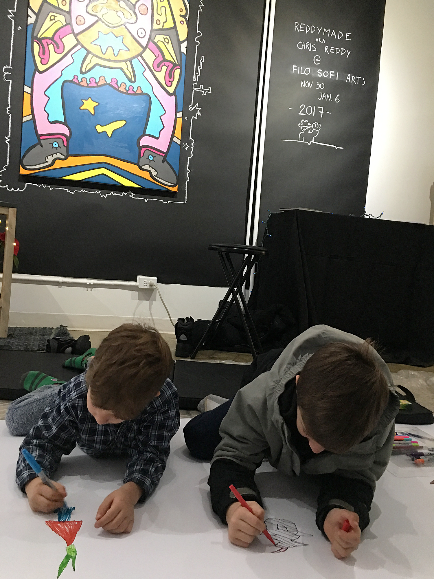 Children drawing with artist Chriss Reddy at Filo Sofi Arts