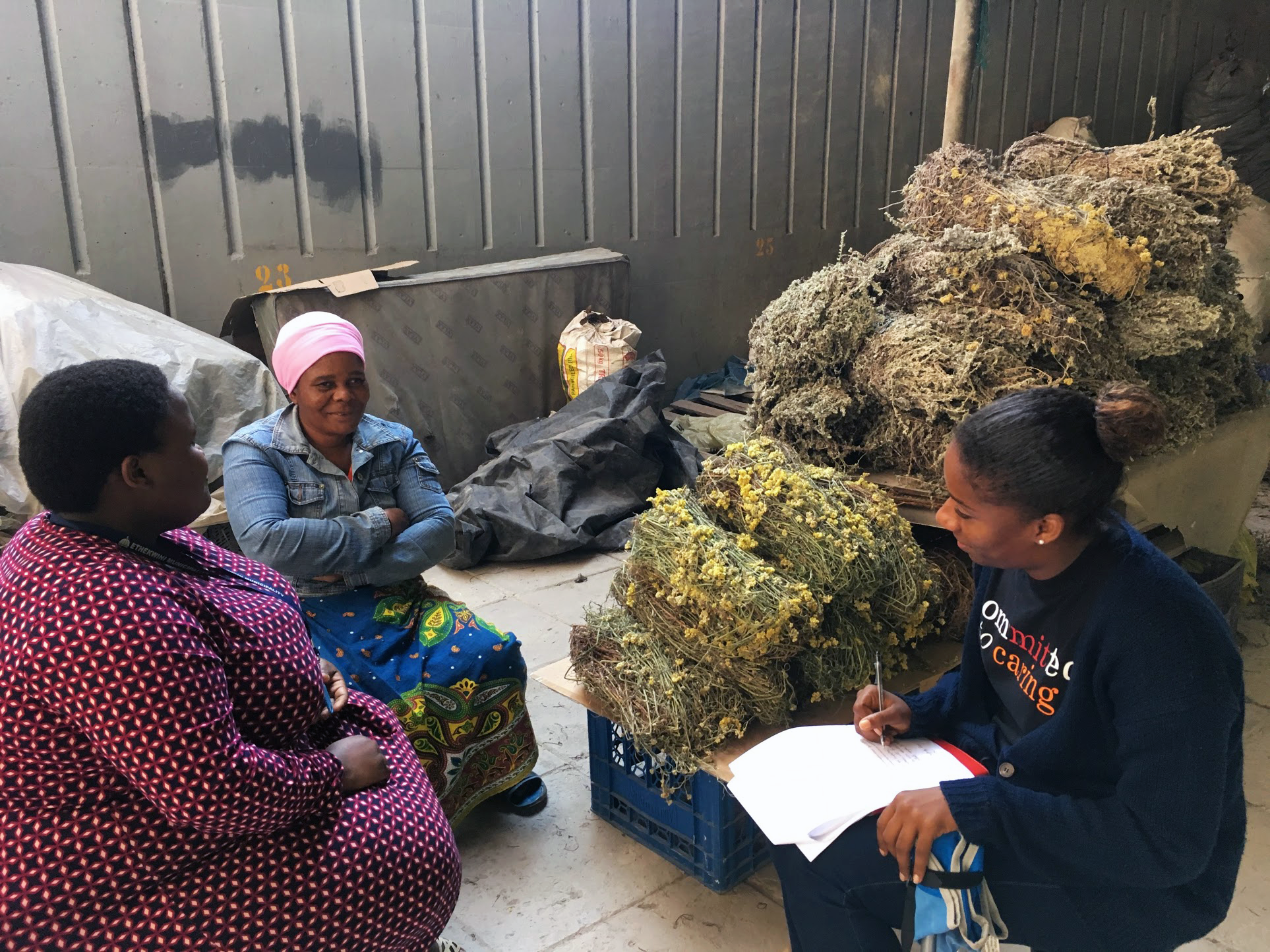 Nompumelelo and Ayna (MCP '18) discuss current work site conditions with an Impepho vendor in Durban, South Africa.